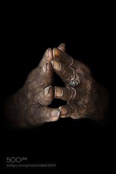 Praying Hands by roberto_pazzi
