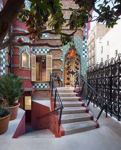 martinez lapeña - torres arquitectos + daw office - casa vicens / Entrance staircase