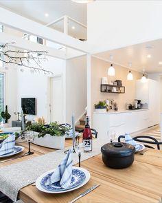 Kaunis, talvinen kattaus Kitchen Island, Home Decor, Island Kitchen, Decoration Home, Room Decor, Home Interior Design, Home Decoration, Interior Design