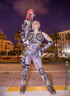 A great costume by Meagan Marie of Anya Stroud from Gears of War 3 | Comic-Con 2011