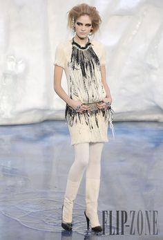 Chanel Fall-winter 2010-2011 - Ready-to-Wear - http://www.flip-zone.net/fashion/ready-to-wear/fashion-houses-42/chanel-1778