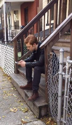 between scenes.Maybe,textin Peyton? Shameless Show, Carl Shameless, Shameless Scenes, Jerome Gotham, Mickey And Ian, Jerome Valeska, Cameron Monaghan, Cute Wallpaper Backgrounds, Best Tv Shows