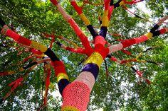 """Yarn bombing, """"guerilla knitting"""", """"wool graffiti""""= total f-ing awesomeness! Art Au Crochet, Crochet Tree, Knit Art, Crochet Cozy, Crochet Fabric, Yarn Bombing, Land Art, Guerilla Knitting, Tricot D'art"""