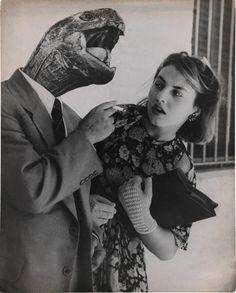 Grete Stern. Sueño No. 28: Amor sin ilusión, 1951. Impresión en gelatina de plata, 19 11/16 x 15 3/4″ (50 x 40 cm). IVAM, Instituto Valenciano de Arte Moderno © 2015 Herencía de Horacio Coppola.