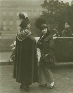 Als aus Kostümen Kleidung wurde: 1914 auf der Straße in Berlin.