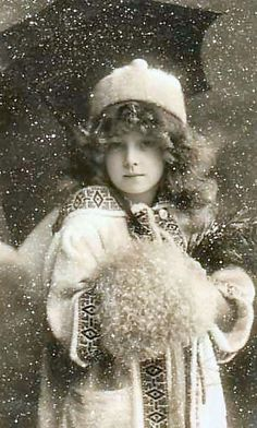 I do adore black and white photos. This one has such an innocence about it. Very Victorian. #vintage #foto