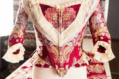 Frente corpiño Historical Costume, Historical Clothing, Marie Antoinette, Traditional Dresses, Bell Sleeve Top, Vintage Fashion, Costumes, Lady, Blouse