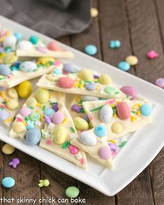 Easy White Chocolate Easter Bark - White Chocolate Bark is a spectacular holiday or anytime treat that& ready in no time flat! Easter Deserts, Easy Easter Desserts, Holiday Desserts, Holiday Treats, Easter Recipes, White Desserts, Holiday Recipes, White Chocolate Bark, Easter Chocolate