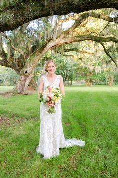 Lace wedding dress with v-neckline + simple veil {Priscila Thomas Photography}