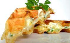 """750g vous propose la recette """"Gaufres salées fourrées aux fromages"""" publiée par mathildee."""