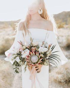 Protea Bouquet with Palm Fronds and Peach Hues Bouquet De Protea, Protea Wedding, Floral Wedding, Wedding Flowers, Gold Wedding, Bloom, Tree Wedding, Hydrangeas, Floral Arrangements