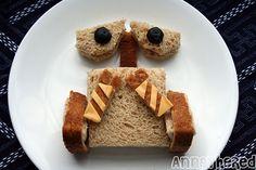 Une sandwich en walle, ça pourrait être cool pour matcher le déguisement d'halloween d'Isaac :)