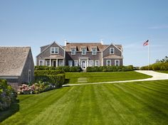 I knew right away when I saw this incredible home that it had to be on Nantucket, one of my favorite places ever! The dream home belongs to renowned NYC-based interior designer Victoria Hagan, who …