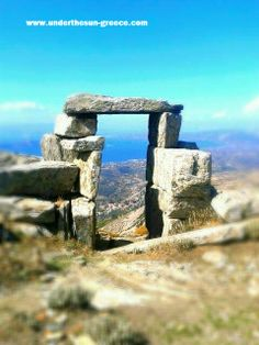 The Neolithic gateway above the village of Styra on the Greek island of Evia Beautiful Places To Travel, Amazing Places, Athens Airport, Macedonia Greece, Explore Dream Discover, Visit Greece, Greece Holiday, Ancient Beauty, Greece Islands