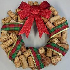 Guirlanda de Natal feita com rolhas de vinho.