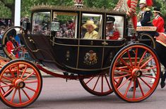 Queen Elizabeth II Photo - Royal Wedding - Carriage Procession To Buckingham Palace And Departures
