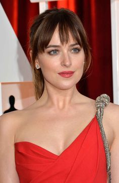 Dakota Johnson at the 2015 Oscars.