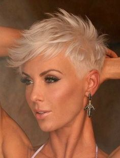 *** Deze Blonde Kapsels zijn Echt TO HOT TO HANDLE! Duimpje Omhoog Als Jij Ook Zo Weg Bent Van Deze Super Kapsels? Короткие Женские Прически, Порывистые Стрижки, Идеи Причесок, Повседневные Прически, Короткие Белые Волосы, Сбритые Волосы, Окрашивание Волос