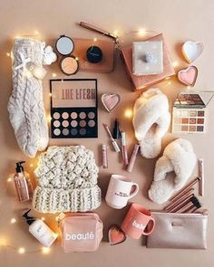 23 fun Christmas gifts for friends and neighbors - Christmas 2019 - Awesome Christmas Gift Ideas for Teenage Girls for 2019 Awesome Christmas Gifts Every Teen Girl Wants Cute Birthday Gift, Birthday Gift Baskets, Birthday Gifts For Best Friend, Diy Gifts For Friends, Birthday Gifts For Teens, Diy Birthday, Best Friend Gifts, Best Friend Christmas Gifts, Girl Gift Baskets