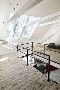 White hammocks in Nordic loft spaces. #loftporn by Martin Sølyst Erik Bjørn & Ko in Præstøfjord | UP KNÖRTH