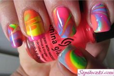 Put water in a bowl, drop random colors of nail polish in and swirl with toothpick. put petroleum jelly on your fingers so the polish only sticks on nails not your fingers. Stick fingers in bowl, nail polish should float on top of water. Tie Dye Nails, Do It Yourself Nails, How To Do Nails, Spring Nail Art, Spring Nails, Summer Nails, Cute Nails, Pretty Nails, Nail Arts