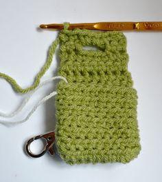 Trendy Ideas For Crochet Patterns Free Bag Small Coin Purses Diy Small Coin Purse, Diy Crochet Coin Purse, Coin Purse Pattern, Crochet Keychain, Pouch Pattern, Purse Patterns, Crochet Gifts, Free Crochet, Crochet Patterns