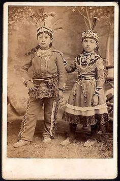 Outstanding-c-1880-Iroquois-Indian-Children-Cabinet-Card-Indians-in-Full-Regalia