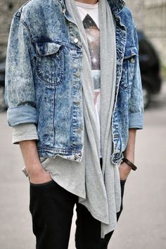Denim and Tees is a classic combination. How do you style your Jeans and a Tee? Grunge Fashion, Love Fashion, Mens Fashion, Fashion Menswear, Street Fashion, Love Jeans, Mode Outfits, Swagg, Dress To Impress