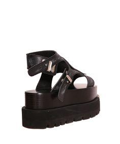 MM& primavera/estate 2016 sandalo in pelle nera con maxi zeppa e dettaglio in metallo in punta. Chiusura con doppio cinturino regolabile. Suola in gomma. Altezza tacco: 8cm. Composizione: 100% pelle