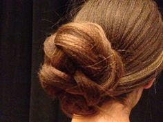In this video, Sam Villa demos HOW TO create this beautiful textured chignon.
