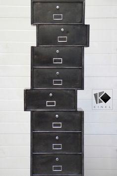 Colonne à clapets Roneo transformé par Kinkl. meuble industriel métal, déstructuré. Filing Cabinet, Storage, Furniture, Home Decor, Metal Lockers, Industrial Furniture, Cupboard, Purse Storage, Decoration Home