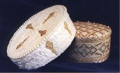 This style of hat was popular in the French and Italian court in the late 1500's