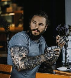 """2,195 mentions J'aime, 11 commentaires - Beardsandinks (@stylish_beards_and_inks) sur Instagram : """"Double tap to support my page  _ #Beardedman #Beardedface #BeardedLife #tattoos#tattooaddict…"""""""