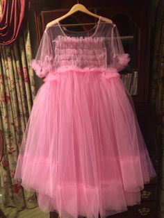 I made this replica of Molly Goddard's dress Villanelle wore on Killing Eve's - Fashion - Serie Tulle Dress, Pink Dress, Dress Up, Flower Girl Dresses, Eve Costume, Costumes, Vestidos Color Rosa, Babe, Ferrat