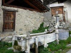 Saint-Véran - 23 images de qualité en haute définition Saint Véran, Pergola, Saints, Images, Outdoor Structures, Photos, Snow Mountain, Sundial, Old Homes