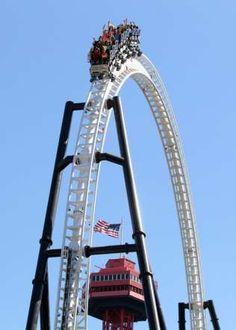 FULL THROTTLE Este looping fica a 49 metros do chão.           'Full Throttle' #1 Tallest Vertical loop - PRNewsFoto/Six Flags Magic Mountain