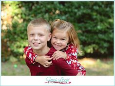 getting those real smiles, holiday photos, Christmas pictures, Fresh Look Photography, kids holiday photos, red and tan, outdoor photo shoot, brother and sister