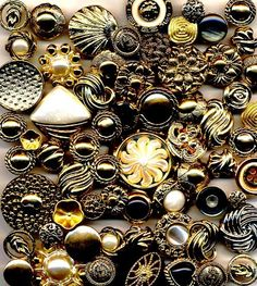 Gold & Silver Vintage Style Buttons Buttons Galore,http://www.amazon.com/dp/B00B39XO8M/ref=cm_sw_r_pi_dp_hhy0sb17CW45C69T