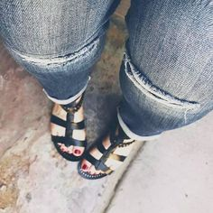 Come on over to check out @theforte.co & we would love it you followed us there! Check out our post on distressed #denim on the site!! Thanks!! #fblogger #TheFortè