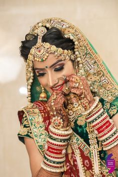 Indian Bride Photography Poses, Indian Bride Poses, Indian Wedding Poses, Indian Bridal Photos, Wedding Couple Poses Photography, Indian Bridal Outfits, Indian Bridal Fashion, Bridal Photography, Bridal Dresses