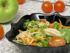 Salată verde cu piept de pui şi crudităţi Cold Vegetable Salads, Cobb Salad, Carne, Potato Salad, Potatoes, Chicken, Meat, Vegetables, Ethnic Recipes
