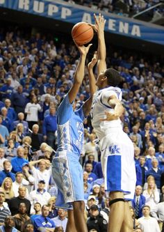 anthony davis swats john henson to save the game at the buzzer and henson is the other guy with a crazy wingspan! Wildcats Basketball, Basketball News, Basketball Funny, Uk Football, Kentucky Basketball, Basketball Coach, Basketball Skills, College Basketball, University Of Kentucky
