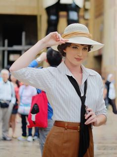 Holy crap, I would dress this way all the time if I could. The post Evy Carnahan, Archaeologist. Holy crap, I would dr… appeared first on Garden ideas. Look Fashion, Retro Fashion, Vintage Fashion, Womens Fashion, Classic Fashion, Bohemian Fashion, Spring Fashion, Vintage Safari, Moda Vintage