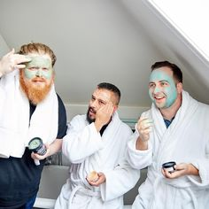 Friends who mask together, stay together. Our Lush Face Masks aren& tailored for specific skin types, so that you can choose what to use on your skin when you want it. Diy Skin Care, Skin Care Tips, Shooting Studio, Best Face Mask, Face Masks, Lush Cosmetics, Masked Man, Lab, Facial Care
