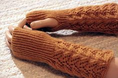 Ulla 03/15 - Ohjeet - Saniaisrannekkeet Knitting Patterns, Hat Patterns, Knitting Ideas, Fingerless Gloves, Arm Warmers, Mittens, Knit Crochet, Sewing, Handmade