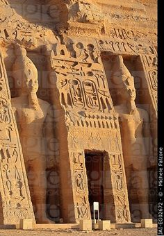 The two massive rock temples at Abu Simbel, Egypt. - The two massive rock temples at Abu Simbel, Egypt. Ancient Egyptian Art, Ancient Ruins, Ancient Artifacts, Ancient History, European History, Ancient Greece, American History, Architecture Antique, Ancient Egypt Architecture