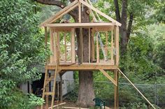 Hard to find examples of a simple tree house...might just have to wing it for Miss M