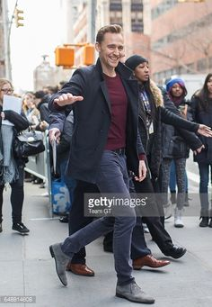 Nyhetsfoto : Tom Hiddleston is seen in New York on March 6,...