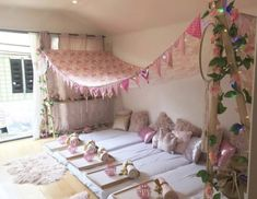 #sleepover #teenparty #partykids Diy Party Tent, Teepee Party, Spa Party, Birthday Sleepover Ideas, Sleepover Room, 13 Birthday, Daughter Birthday, Diy Teepee, Diy Tent