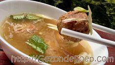 Maak deze lekkere Indonesische soep zodat je makkelijk en voor weinig geld zal genieten van oosterse smaken en vullende gehaktballen.